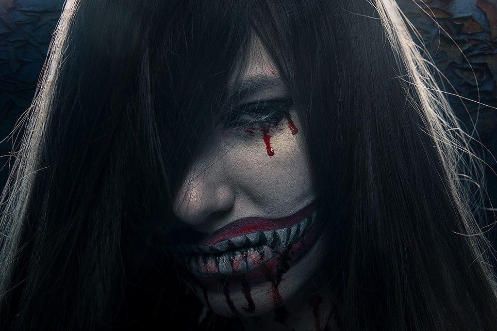 Model mit extremem Make-Up - Foto: Dennis Bieza