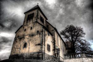 Ein surreales HDR von einer Kirche